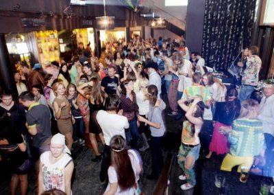 Stariki Bar, Moscow, Russia, crowd dancing