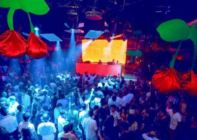 pacha ofir, inside view full of people