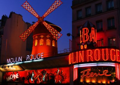 La Machine du Moulin Rouge, outside picture